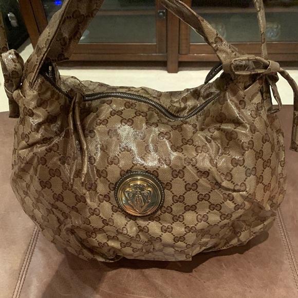 05fdac02334 Gucci Handbags - Gucci Hysteria Monogram Hobo!